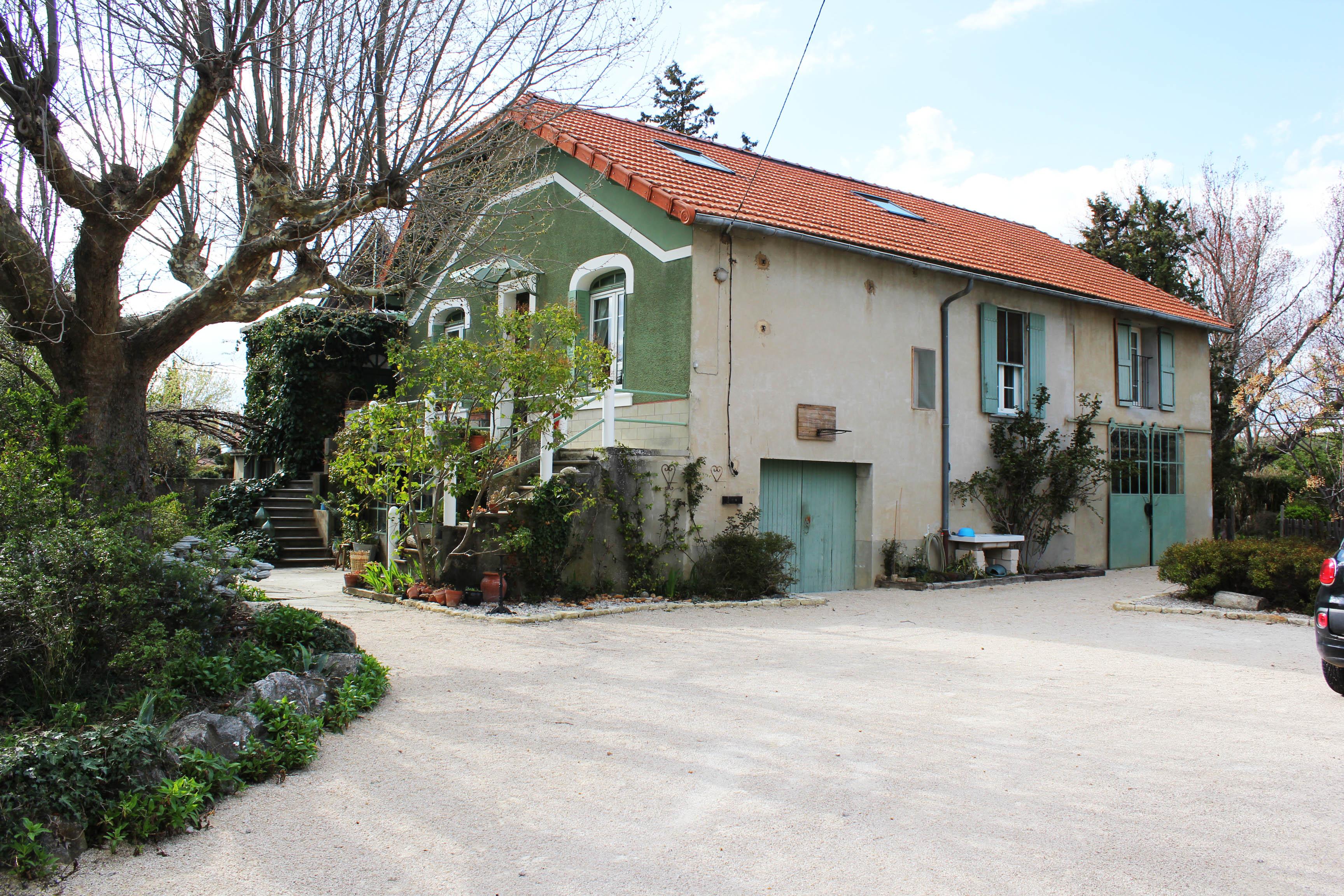 Belle maison atypique des années 30 (84260)